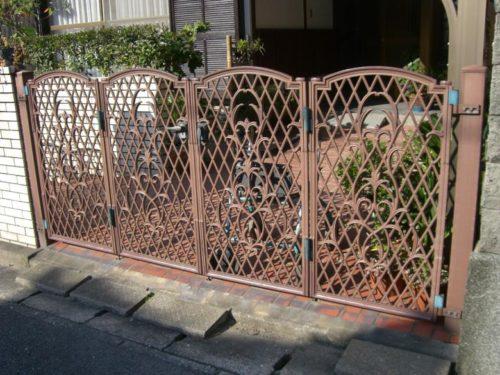 福津市花見ヶ丘鉄製の車庫ゲートの塗装前