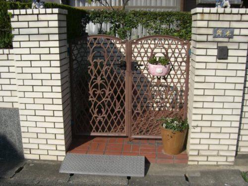 福津市花見ヶ丘鉄製門扉の塗装前