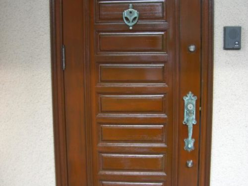 北九州市八幡西区光貞台木製ドアの塗装ビフォー
