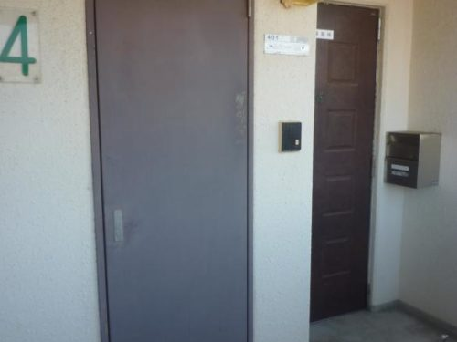 北九州市若松区高須南アパート、ドア塗装前
