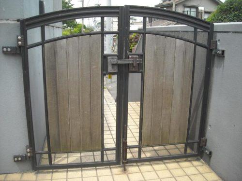 北九州市若松区上原町、門扉の塗り替え前