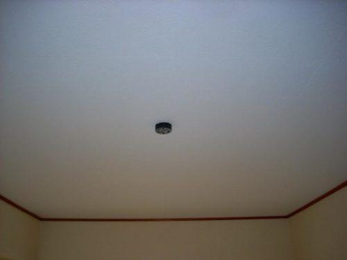 賃貸アパート、天井塗り替え