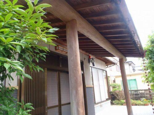 岡垣町旭台、玄関柱の塗料の剥がれ